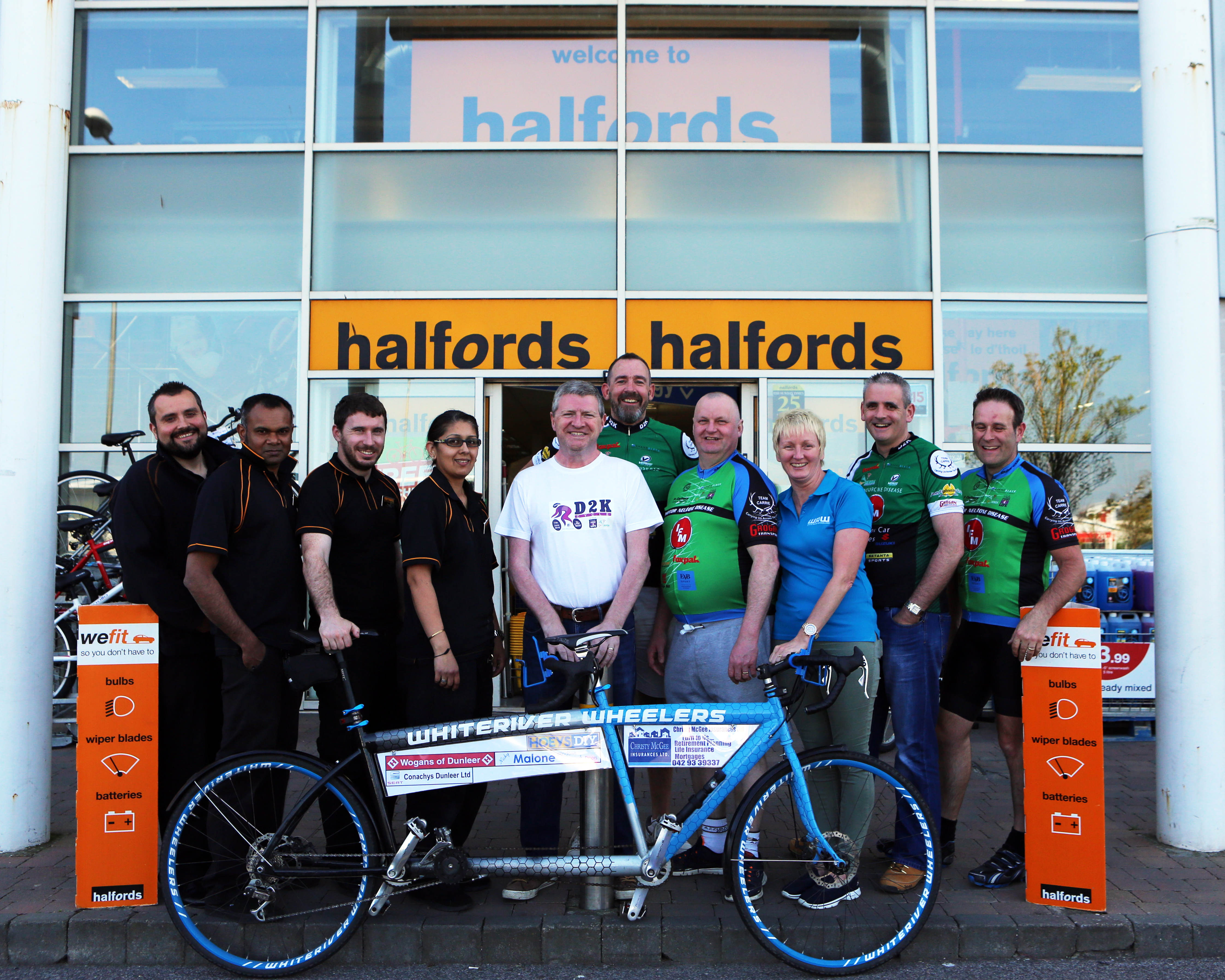 Phil Barr, Taren Nullatamby, Padraig O'Rourke and Baljit Murphy from Halfords, Paul Lannon, Fergus Grimes, Eamon Fogarty, Emer Fogarty, Damien Briody and Paddy Holcroft from White River Wheelers.
